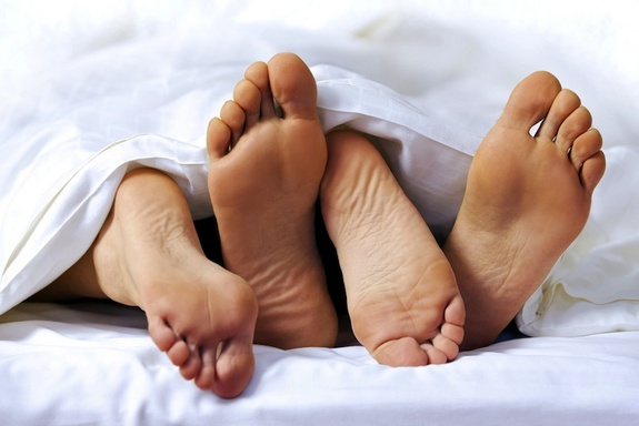 Cassie-couple-in-bed-feet