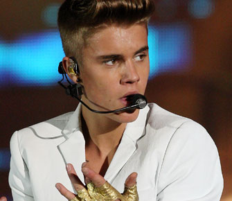 JUSTIN BIEBER TOUR BUS RAIDED BY DRUG COPS 2604 ArticlePortrait