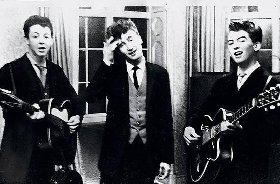 photo rare paul mcCartney john lennon et george harrison font une